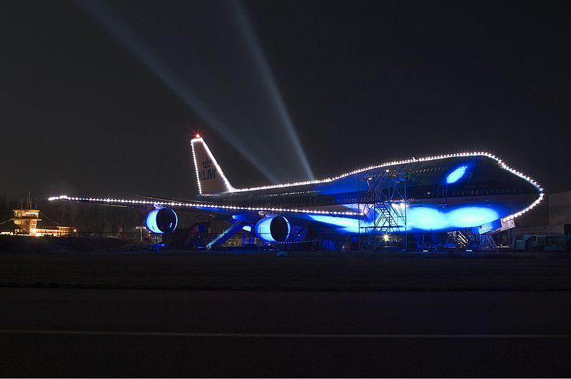 File:KLM Boeing 747-300 Xmas lights KRS.jpg - Wikimedia Commons