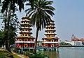 Kaohsiung Lotus Pond Tiger- & Drachenpagode 06.jpg