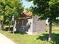 Kapliczka we wsi Lądek koło Bisztynka - panoramio.jpg