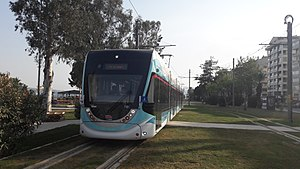 Tram İzmir - A Karşıyaka Tram approaching Alaybey station on opening day.