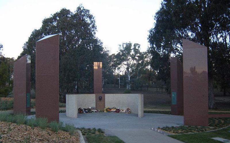 Kemal Atat%C3%BCrk Memorial Canberra 2007.JPG