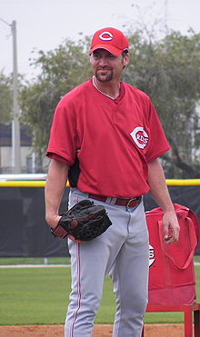 Kent Mercker, in Cincinnati Reds uniform, preparing to throw a pitch