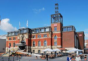 Kiel Hauptbahnhof - Imperial steps and east side ramp, looking to the west in 2008.