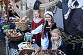 Kinderen en snoepgoed verkleed 1 april feest Brielle.jpg