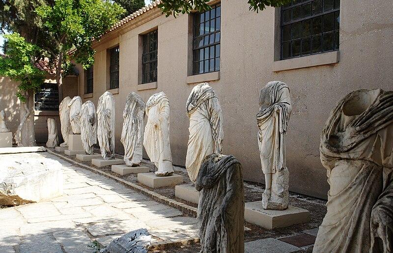 Korinthos Statues 2008-09-12.jpg