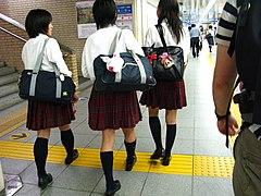 Kyoto schoolgirls 2008 (2884105319).jpg