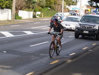 Bicycle transportation planning and engineering - Streetscape in which cyclists and motorists share the road
