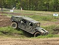 Lešany, vojenské muzeum, Humvee překonávající příkop.JPG