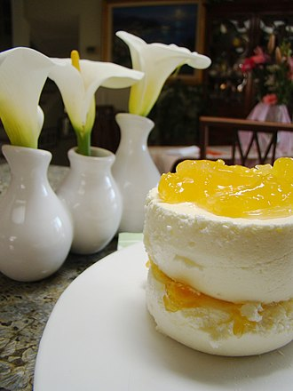 Mousse - Image: Lemon mousse with peach compote (4455679740)