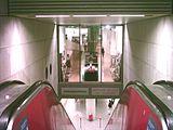 """Vista del piso cerrado de la estación de Metro Königsplatz en el """"edificio de arte"""" con la exposición retrospectiva de Gerhard Richter. 2005"""