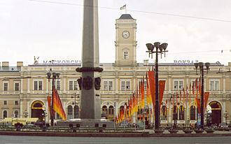 Moskovsky railway station (Saint Petersburg) - Image: Leningrad Monument 003