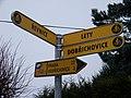 Lety, Řevnická - Na Kovárně, cyklistické směrovky.jpg