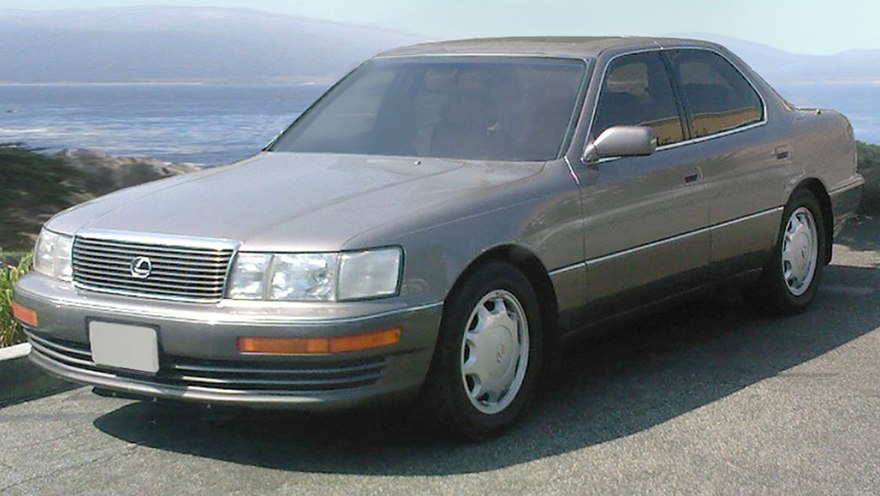https://upload.wikimedia.org/wikipedia/commons/thumb/5/5a/Lexus_LS_400_UCF10_II_Silver_Taupe.jpg/880px-Lexus_LS_400_UCF10_II_Silver_Taupe.jpg