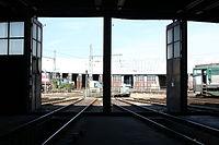 Lokomotivní depo Praha-Vršovice, průhled z jižní výtopny na točnu.jpg