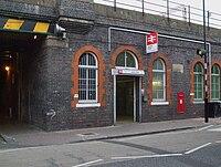 London Fields stn entrance.JPG