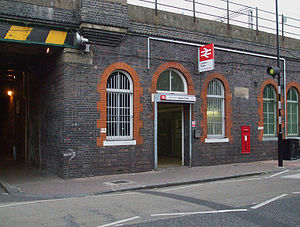 London Fields railway station - Entrance to London Fields railway station in 2008