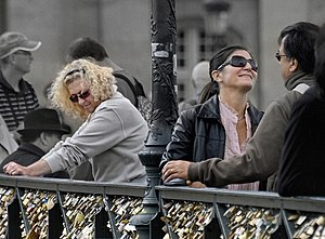 Pont des Arts - Lovers on the Pont des Arts