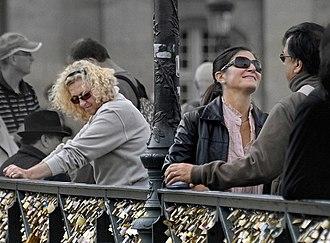Pont des Arts - Lovers on the Pont des Arts