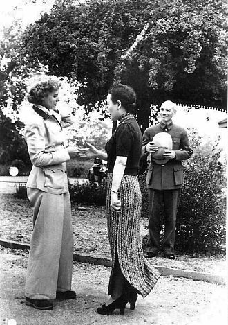 Clare Boothe Luce - General Chiang Kai-shek and Soong Mei-ling welcome Clare Boothe Luce, April 1942
