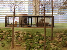 [تصویر:  220px-MOMA_Johnson_Glass_House2.jpg]
