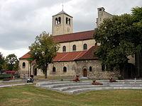 Maastricht 2012 Onze-Lieve-Vrouw-van-Lourdeskerk en Ampereplantsoen.JPG