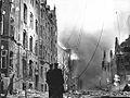 Maglekildevej på Frederiksberg, efter at engelske bombemaskiner, som var kommet ud af kurs på vej mod Shellhuset, ved en fejltagelse havde kastet deres bomber over den franske skole og det omliggende kvarter (7183312793).jpg