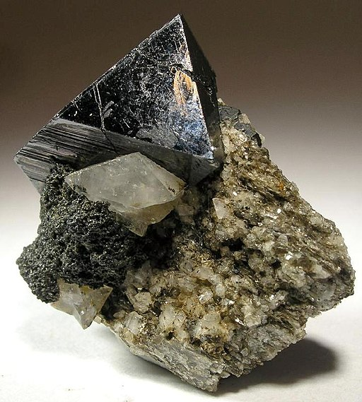Magnetite-Adularia-37787