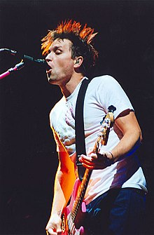 Mark Hoppus 2004.jpg