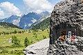 Markierung der Kantonsgrenze am Gemmiweg.jpg