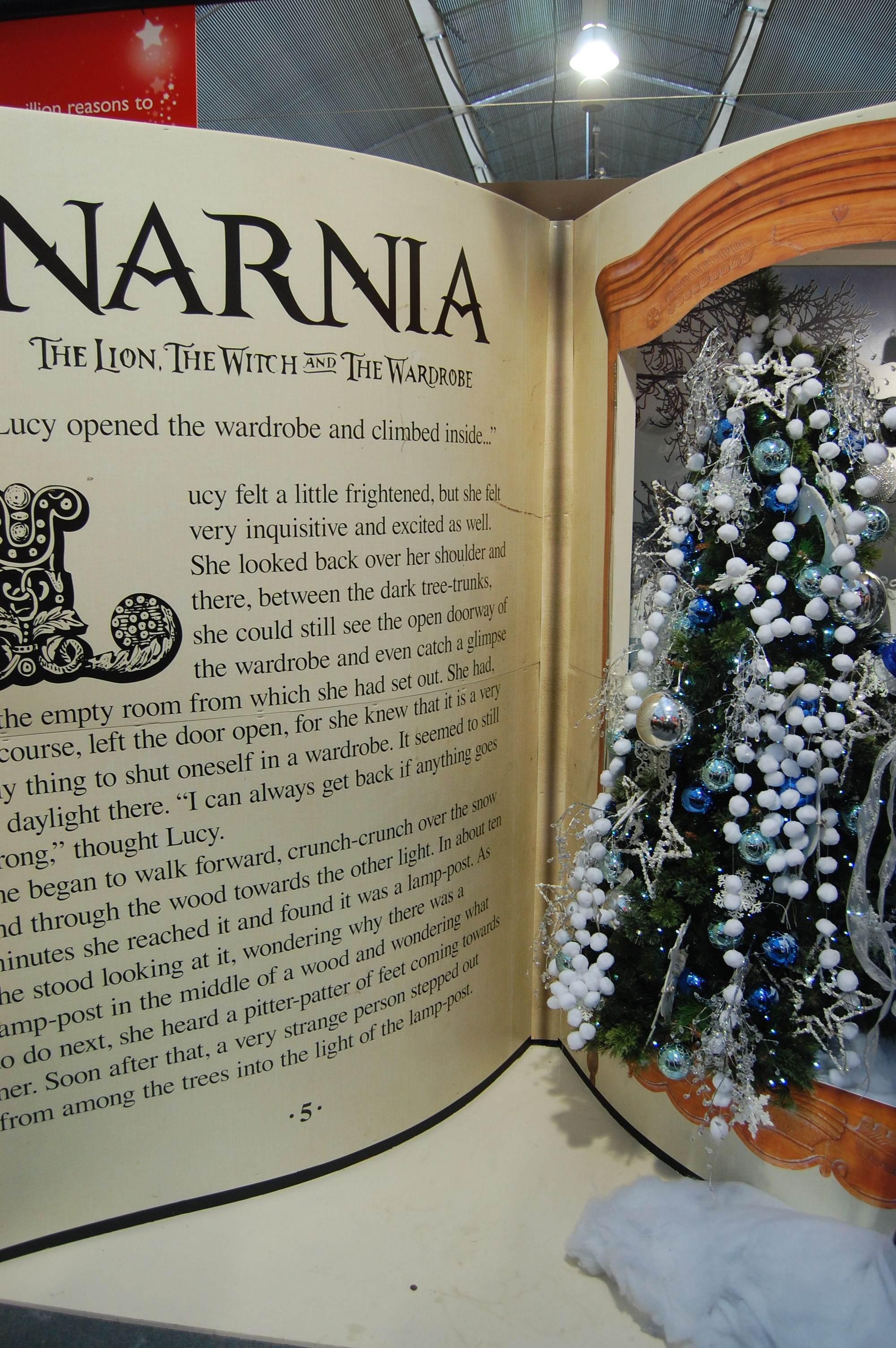 File Melbicks Christmas display 06 Narnia JPG Wikimedia mons