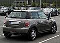 Mini Cooper (R56, Facelift) – Heckansicht, 17. Juli 2011, Düsseldorf.jpg