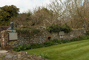 Monk's House - Busts of Virginia and Leonard Woolf in the garden of Monk's House