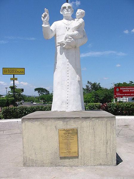 Archivo:Monumento a Monseñor Romero.jpg