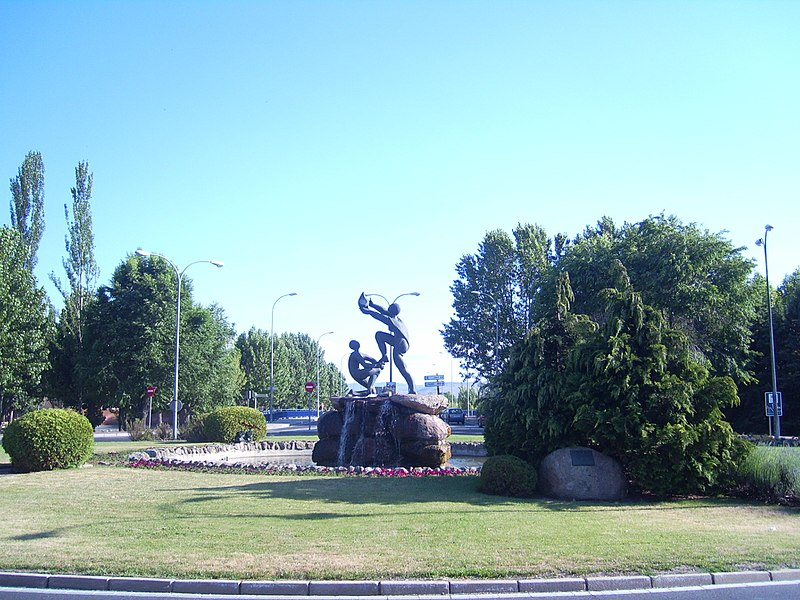 File:Monumento a los Donantes de Sangre en Ávila.JPG