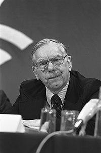 Mr. Paul Abrecht, Director of Church and Society, staflid, Bestanddeelnr 931-8213.jpg