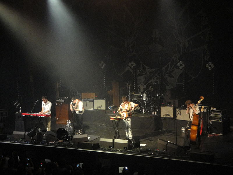 File:Mumford & Sons performing at Brighton Dome in October 2010 18.JPG