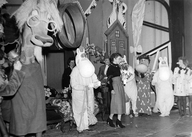 File:Mumintrollet-och-kometen-1949.jpg