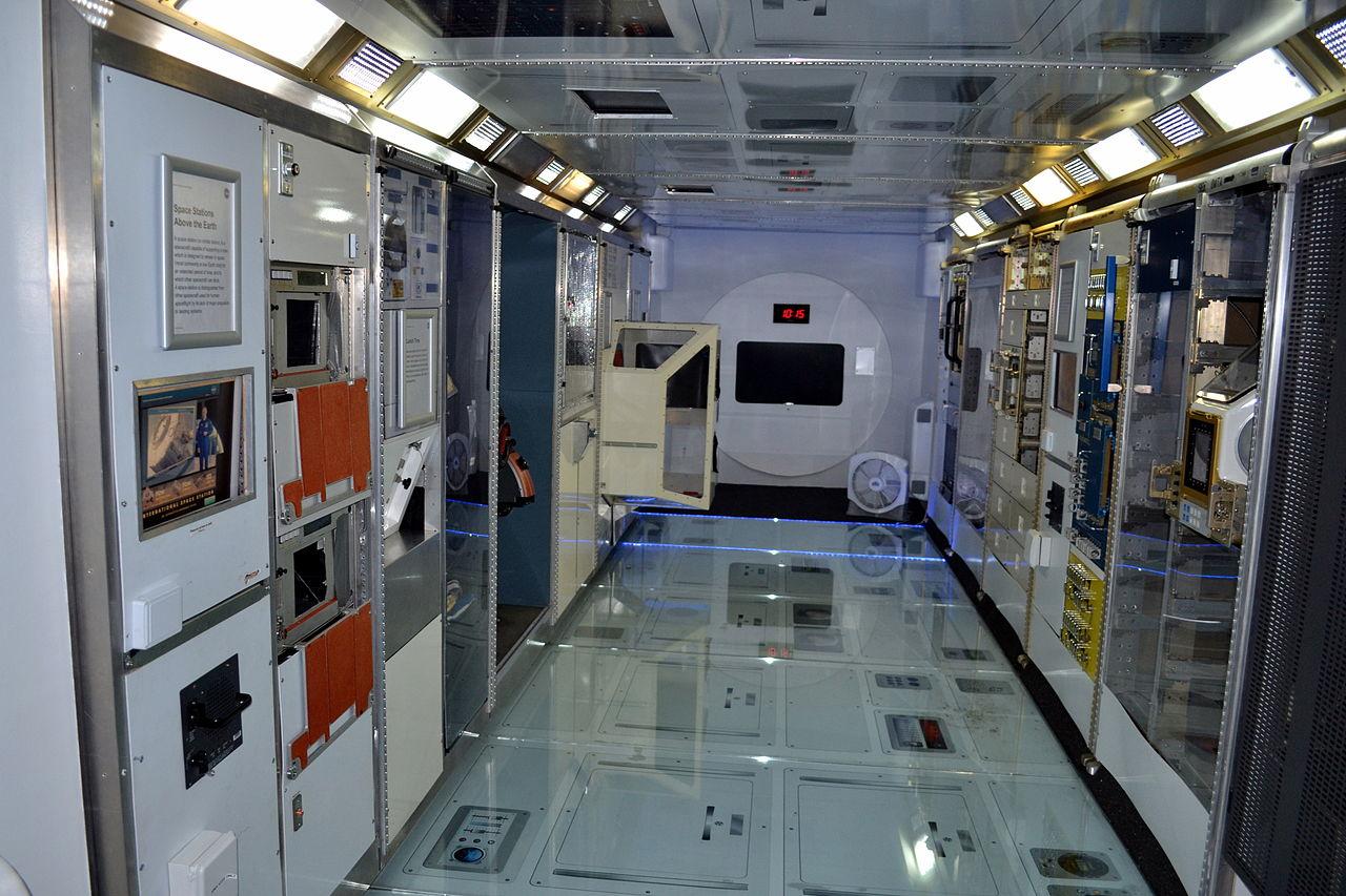 File:NASA Ames Visitor Center space station mock-up inside ...