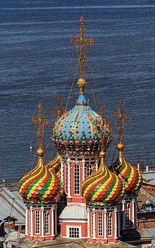 Купола Рождественской (Строгановской) церкви в Нижнем Новгороде
