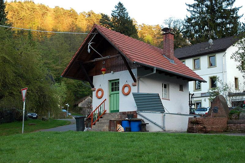 File:Neckarhäuserhof - Bootshafen.JPG