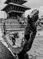 Nepál - Bhaktapur, stavba alegorického vozu (1970).jpg