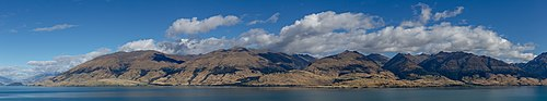 Northern part of Lake Wanaka with surrounding mountains, New Zealand.jpg