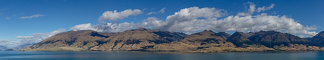 Northern part of Lake Wanaka with surrounding mountains, New Zealand.jpg