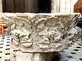 Noyon (60), cathédrale Notre-Dame, croisillon sud, fonts baptismaux.jpg