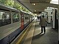 Oakwood Station, London N14 - geograph.org.uk - 992671.jpg