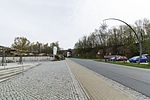 Oderwitzer Straße mit Blick auf Eisenbahnbrücke, Herrnhut.jpg