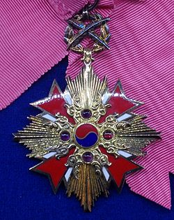 Order of Diplomatic Service Merit grand gwanghwa 1st class badge (South Korea) - Tallinn Museum of Orders.jpg