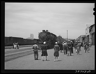 Valley Flyer - The platform at San Diego in the early days of World War II. The Valley Flyer cars, on train 70, the northbound San Diegan, are at right