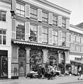 Overzicht voorgevel voormalige apotheek met jugendstil-winkelpui - Zwolle - 20350463 - RCE.jpg