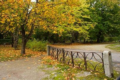 How to get to Pärnamäe Kalmistu with public transit - About the place